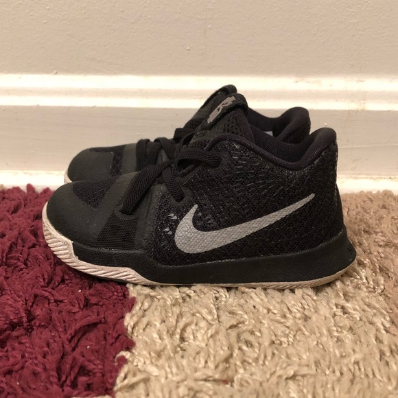 brand new 0bb0a 6bb5f Boys Toddler Nike Kyrie Irving 3 Sneakers Size 7C